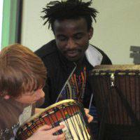 Trommelworkshop mit Sally aus Ghana
